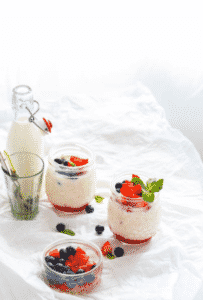vegan strawberry shortcake overnight oats
