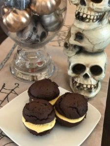 vegan pumpkin chocolate cream cheese whoopie pies